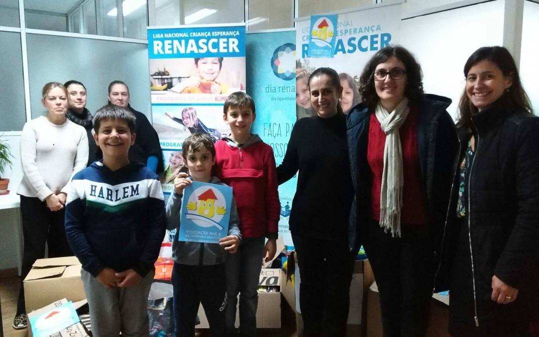A.P. da Escola do Godinho entrega produtos alimentares na Renascer